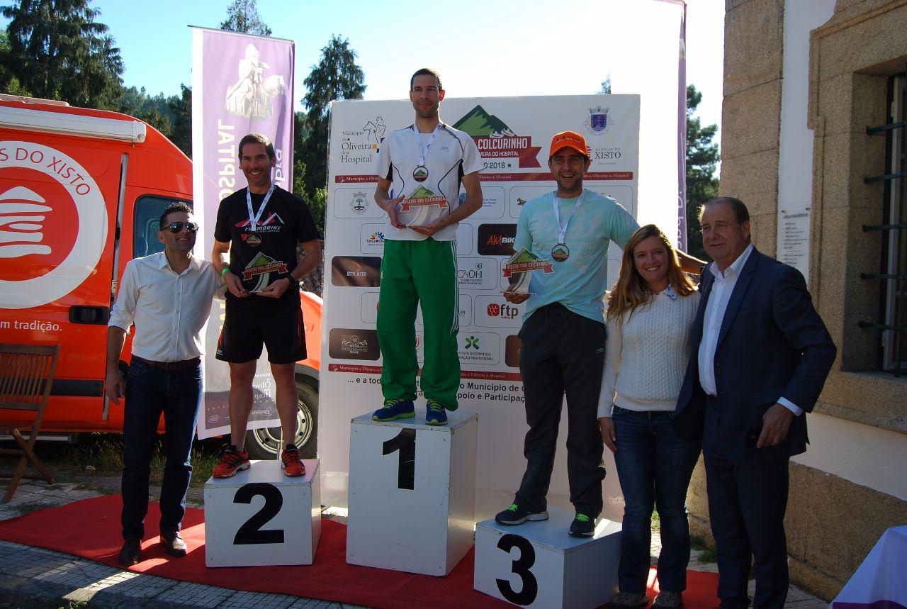 Podium geral do Trail Curto 20 Km, com o vencedor Gonçalo Borges